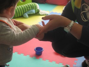 Ajudar ativamente nos primeiros passos do desenvolvimento infantil